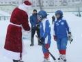 Дед Мороз в гостях у юных хоккеистов.