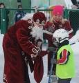 Дед Мороз поздравил юных хоккеистов